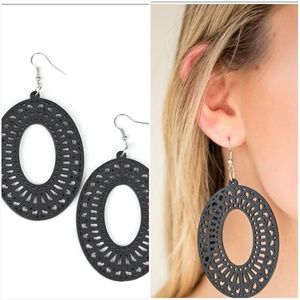 RETRO RETREAT BLACK EARRINGS